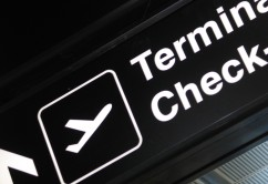 Aeropuerto Terminal Sign Check In