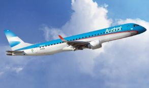 Un vuelo de Austral estrenó la renovada pista del aeropuerto de Fisherton