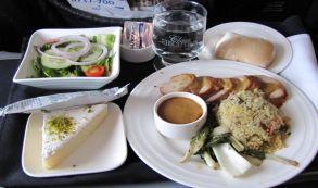 Quanto custa a comida que as companhias aéreas servem nos aviões?
