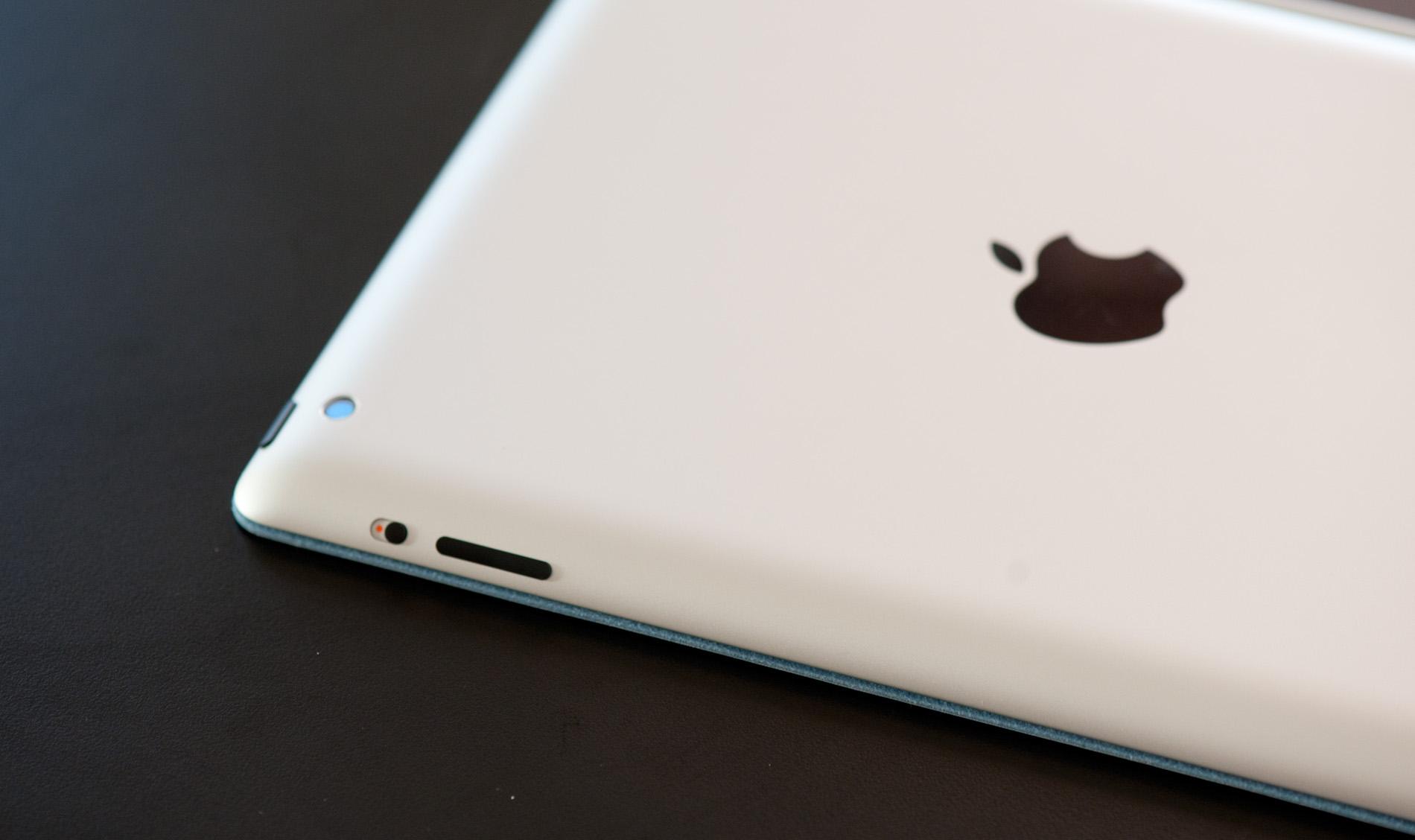 Hombre absorto en su iPad causa desalojo en aeropuerto