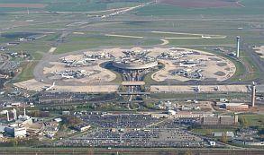 Francia: Impulsan referendo contra privatización de Aeropuertos de París