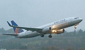Pasajero impertinente hace desviar un avión
