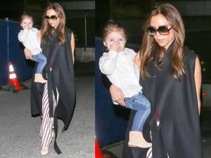 Victoria-Beckham-y-Harper-Seven-en-el-aeropuerto-de-LA