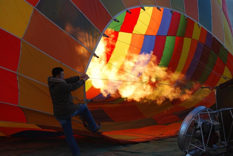 ¿Cómo funcionan los globos aerostáticos y qué tan seguros son?