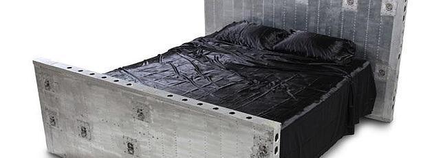 Una empresa diseña muebles a partir de piezas de aviones