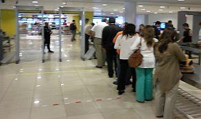 Japón refuerza las medidas antiterroristas en sus aeropuertos para Tokio 2020