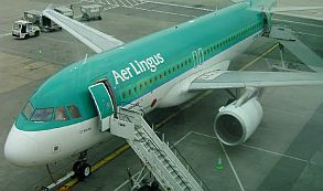 Un pasajero de avión muerde a un pasajero y muere al poco tiempo