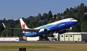 EE.UU.: Un Boeing aterriza en un aeropuerto demasiado pequeño al límite de un acantilado