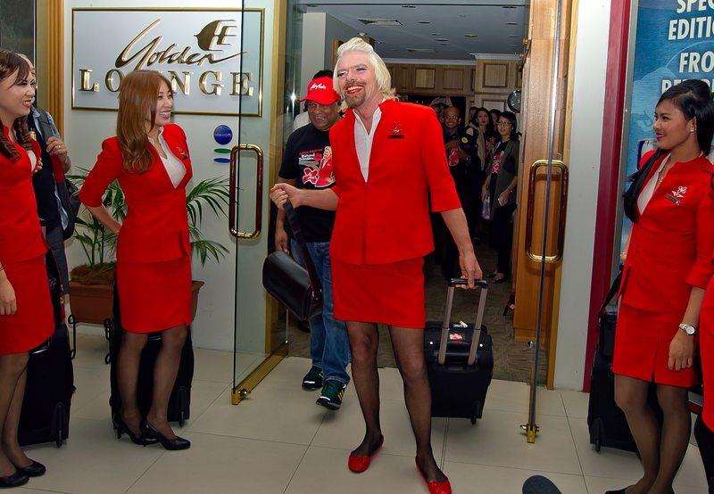 Richard Branson tuvo que ser bien hombrecito para pagar esta apuesta