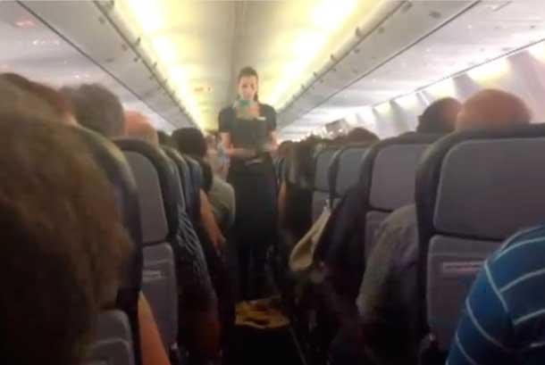 Aerolínea da inusuales consejos de seguridad a pasajeros en el avión