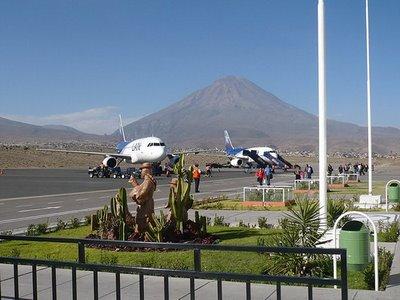 Ministro de Transportes inspecciona obras de aeropuerto arequipeño