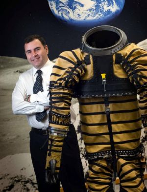 El argentino que hace trajes espaciales para viajar a Marte