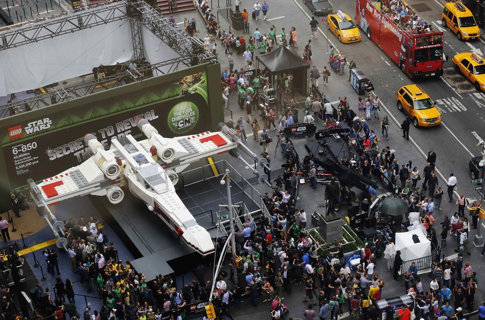 Lego presenta réplica de tamaño real de una nave de Star Wars