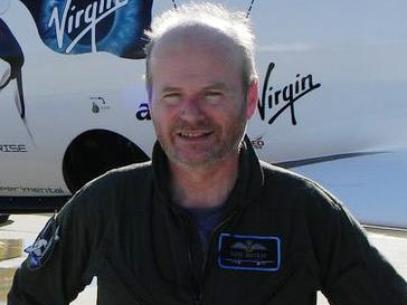 El piloto que paseará a turistas por el espacio exterior