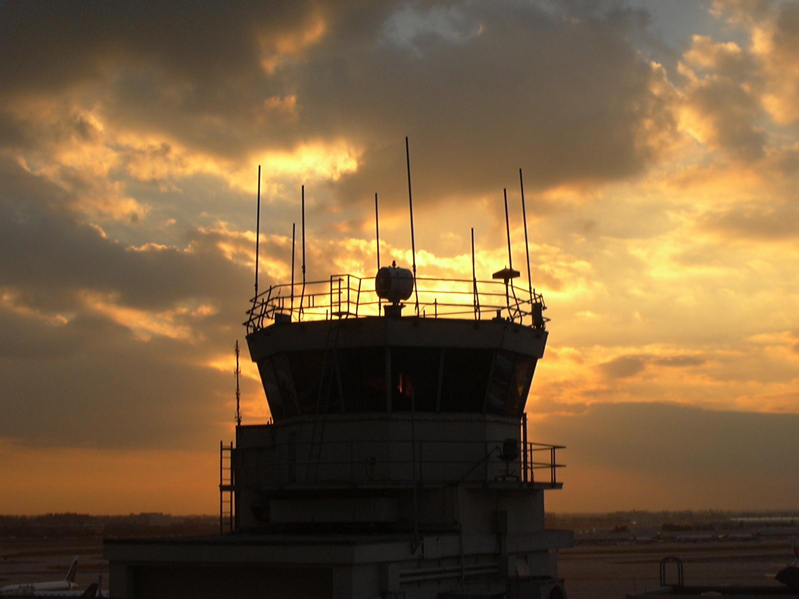 RD: Administración de Aviación EEUU certifica funcionamiento de comunicación en aeropuertos