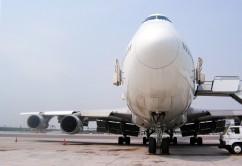 Avión con escalera de frente