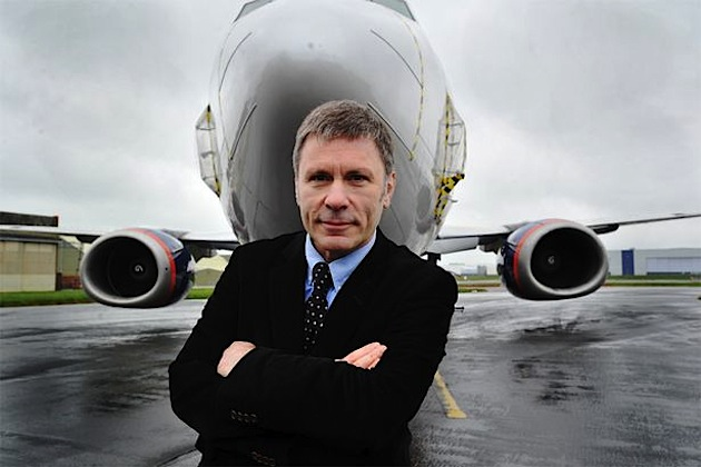 Bruce Dickinson enseña el interior del Ed Force One de Iron Maiden