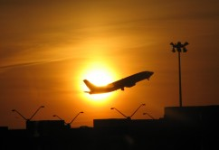 avion frente a sol