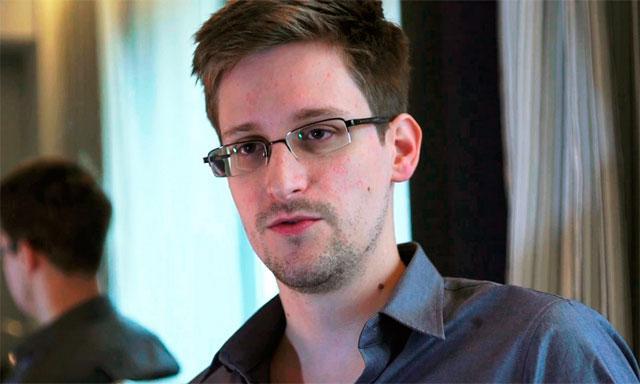 Reaparece «topo» Snowden en aeropuerto de Moscú