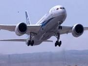787 take off closeup