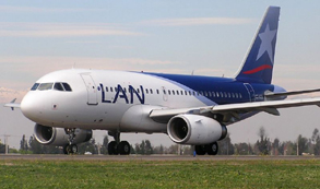 Acosada por el Gobierno, LAN dejará de volar a Bahía Blanca