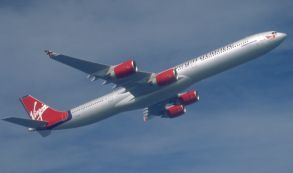 ¿Viajarían en un avión con piso de cristal?