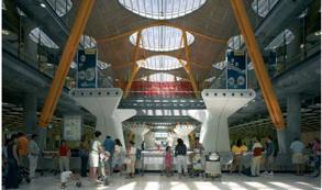 Los aeropuertos españoles pierden un 6% de pasajeros y un 10% de vuelos