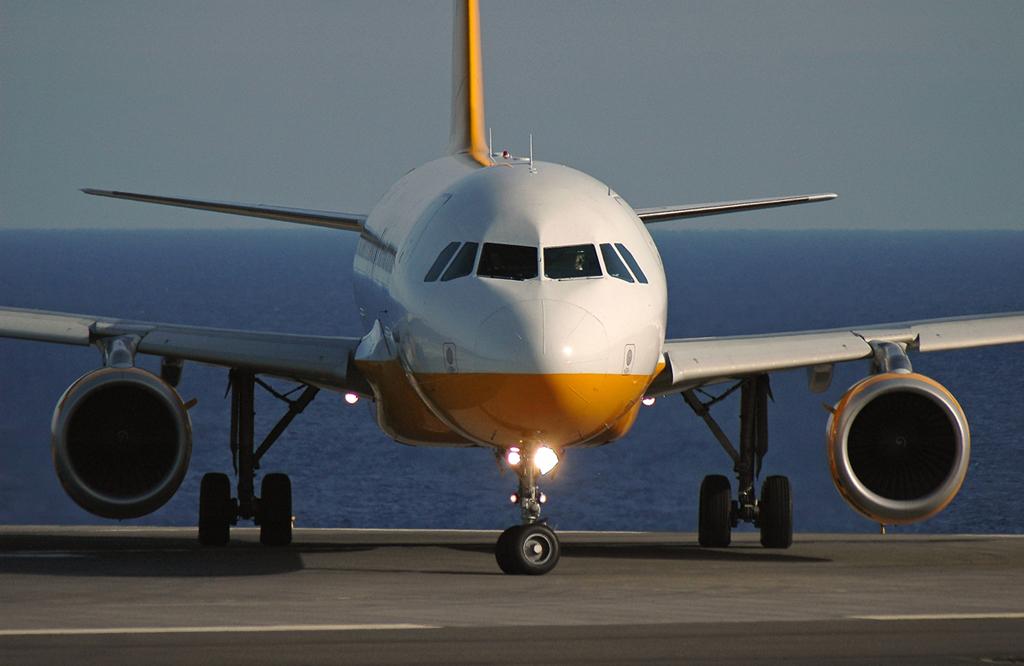 Prohíben a pasajera abordar avión con caro coñac en equipaje de mano: aquí lo que hizo