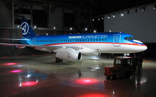 Sukhoi podría suministrar a Irán un centenar de aviones Superjet 100