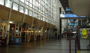 Extranjeros prueban en aeropuerto nueva app «Chile Travel»