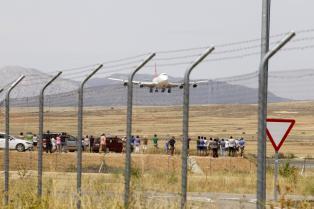 El aeropuerto de Teruel se estrena con el aterrizaje de su primer Boeing 747