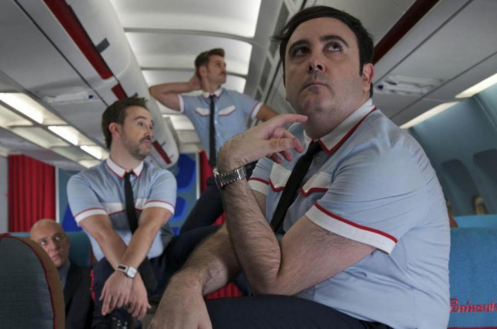 «Los amantes pasajeros»: un avión en peligro, confesiones y carcajadas
