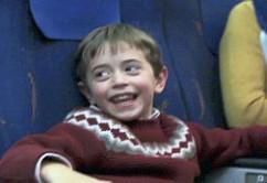 Niño Feliz en vuelo
