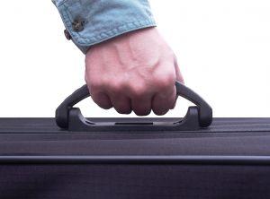 Implementan restricciones para cargar sustancias en polvo en equipaje de mano
