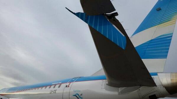 Dos aviones sufren daños tras colisionar en tierra en aeropuerto de Buenos Aires