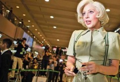 Lady-Gaga-causa-locura-en-aeropuerto