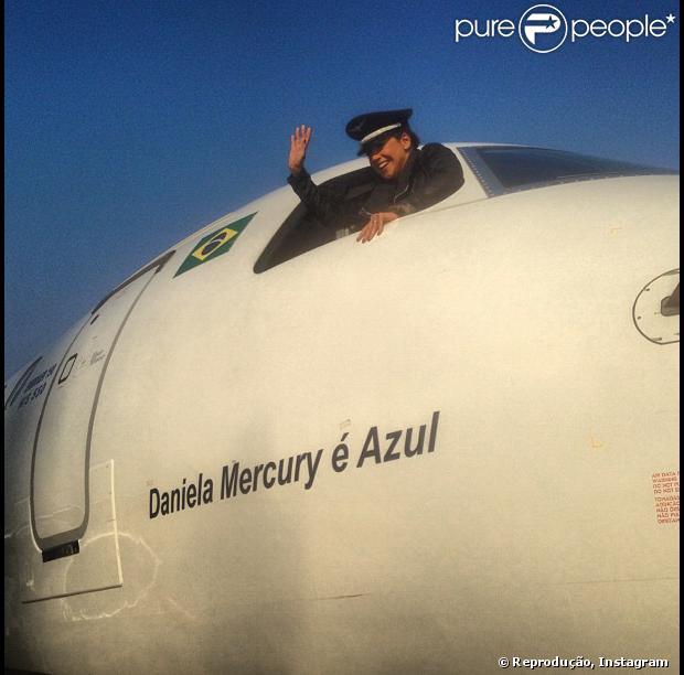 Daniela Mercury batiza avião com seu nome: 'Primeiro voo elétrico do planeta'