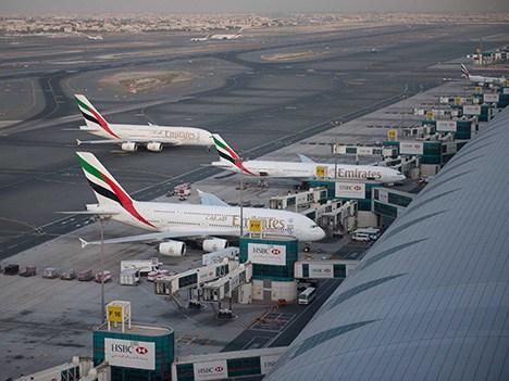 Dubái cierra aeropuerto tras accidente de un avión de la compañía Emirates