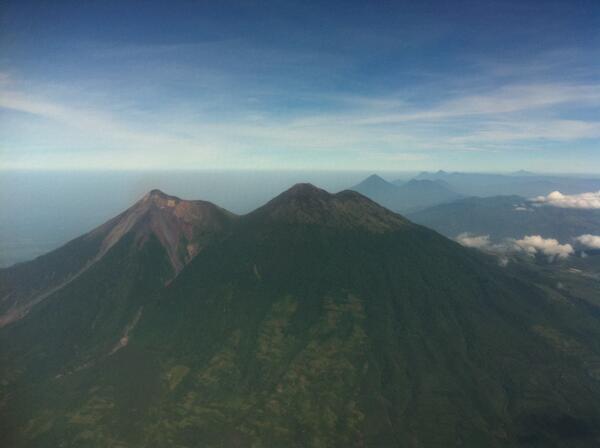Aviación internacional preocupada por actividad de volcán en Guatemala