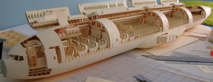 El impresionante avión de papel construido a escala
