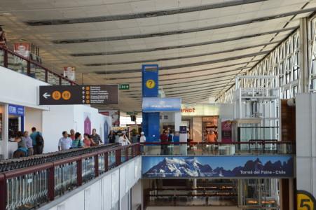 La apuesta francesa por adjudicarse la concesión del aeropuerto de Santiago