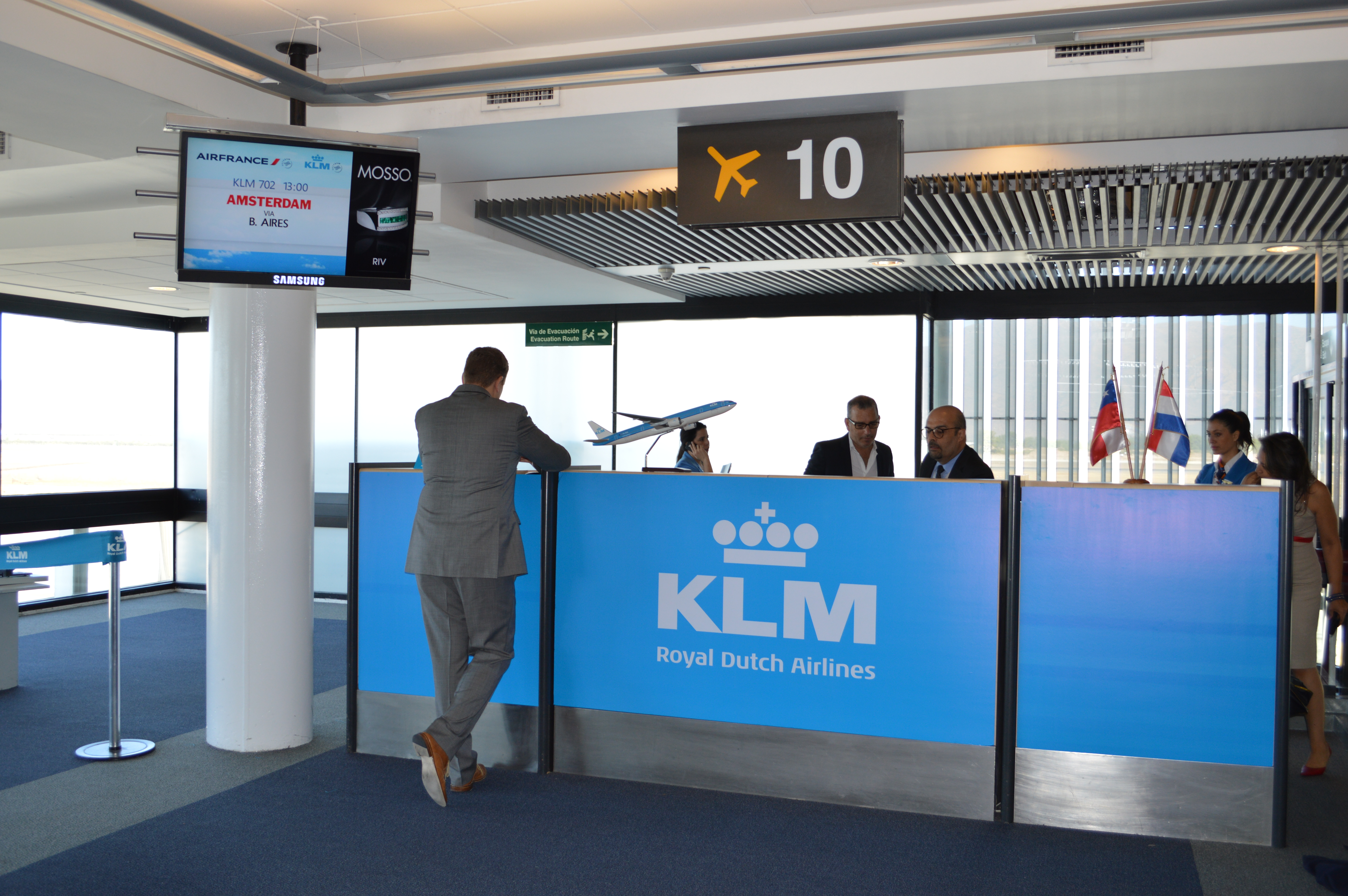 KLM pilots want labor agreement by Aug. 17