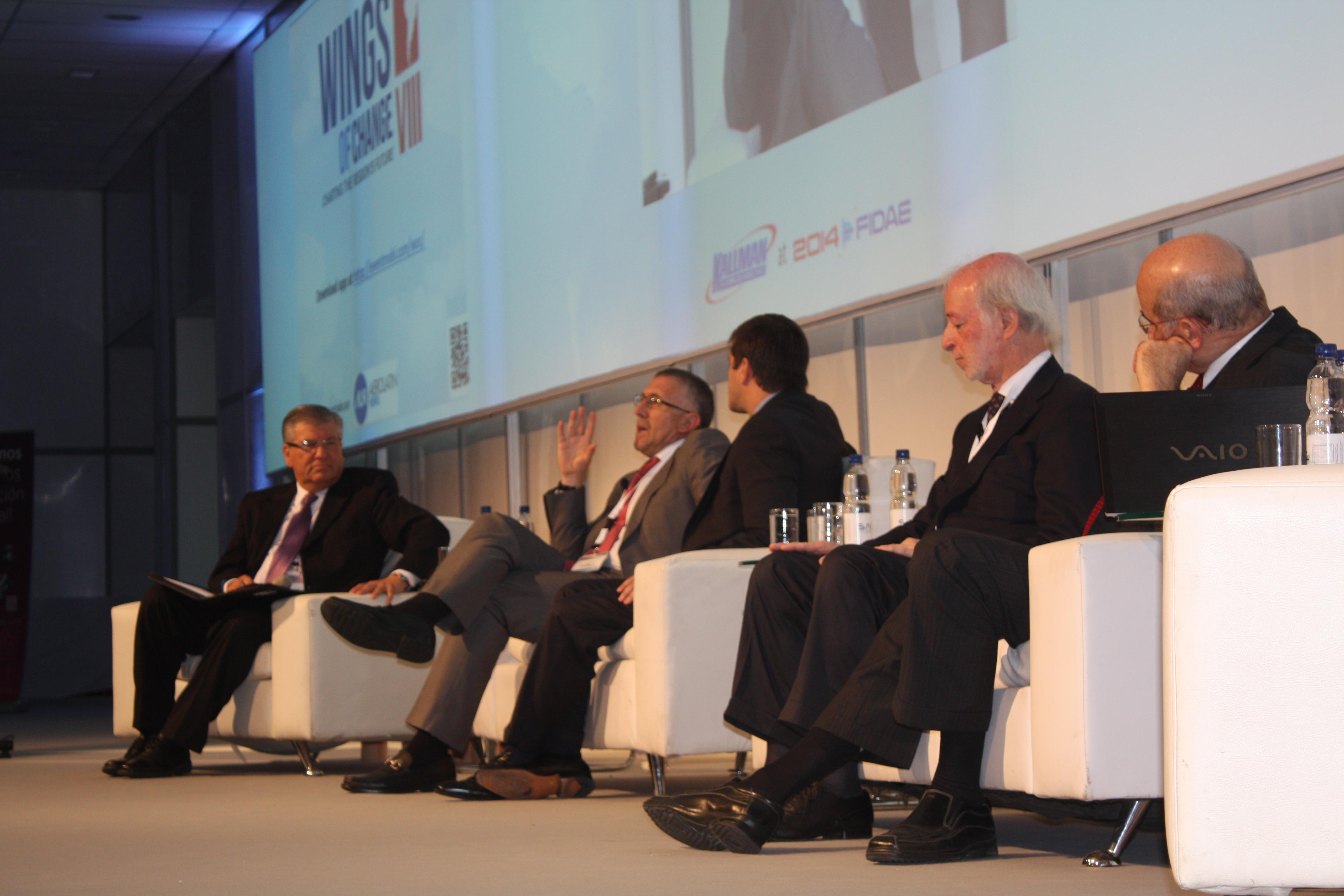 """Con importante reunión de CEO""""™s de aerolíneas terminó la VIII conferencia Wings of Chages en Fidae"""