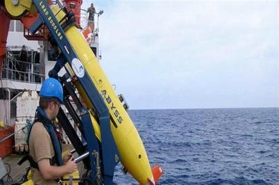 Submarino alemán podría hallar caja negra de avión malasio