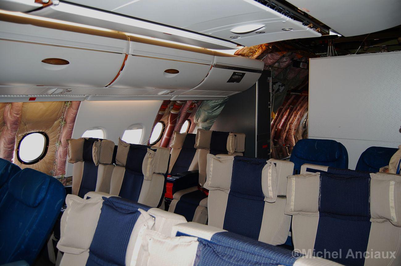 Hallan joyas valoradas en $600.000 debajo del asiento de un avión en la India