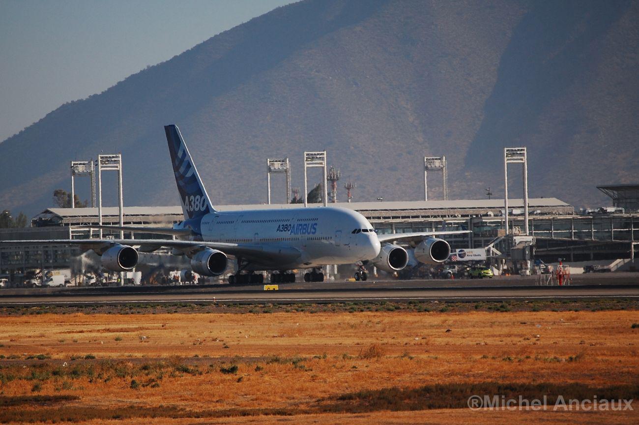 Un boliviano vuela el avión más grande del mundo