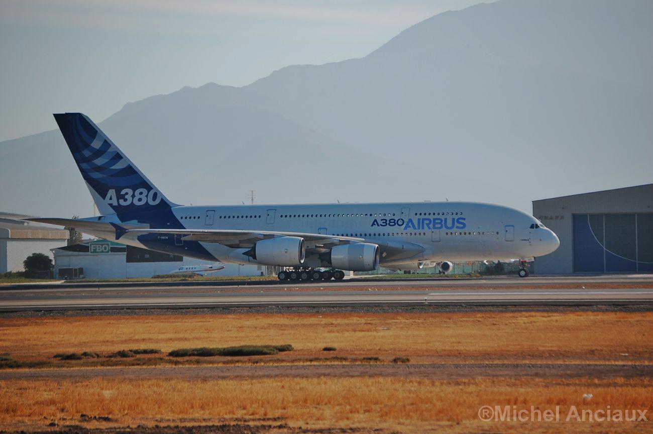 Aparcan un Airbus A380 porque ninguna aerolínea lo quiere