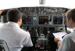 cabina B73G pilotos