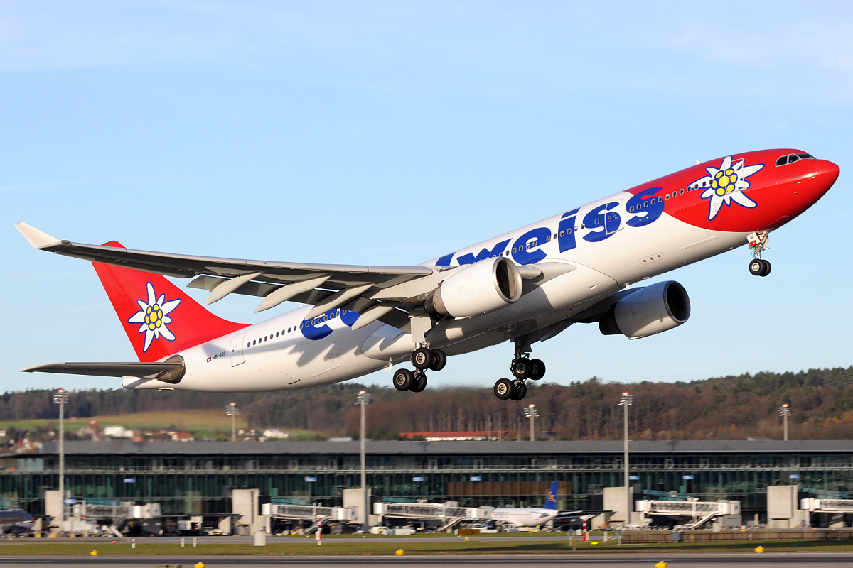 Edelweiss_Air_A330-200_HB-IQI_taking_off_from_ZRH