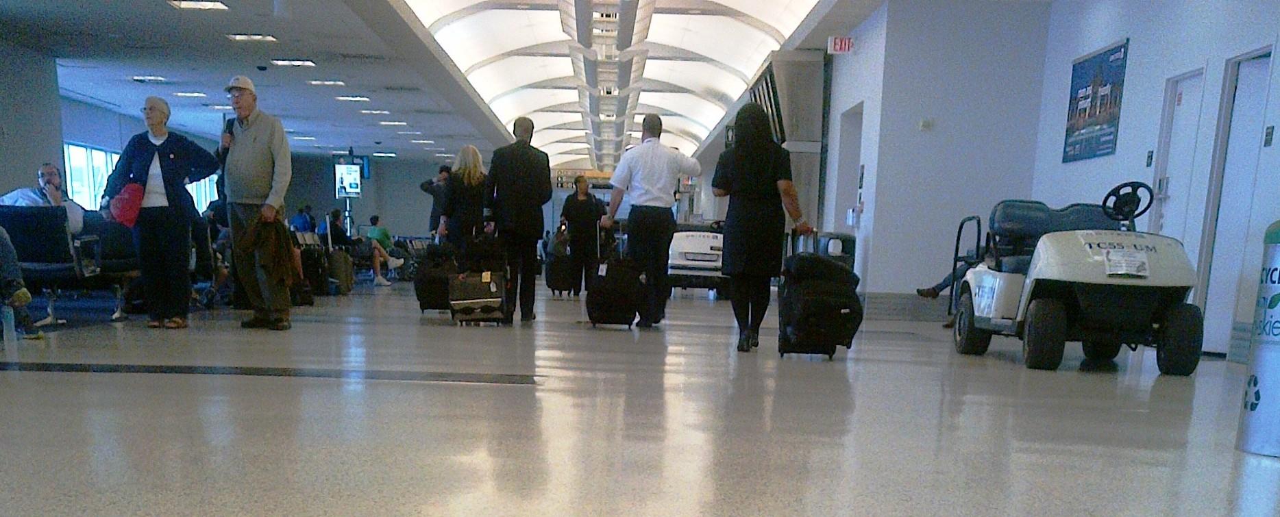 Dos aeropuertos de Houston se reactivan parcialmente